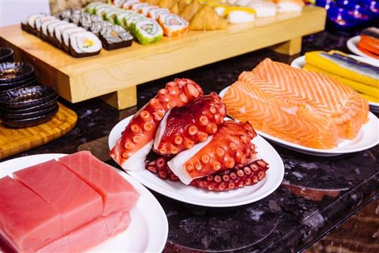 【人山人海国际美食自助餐】【滋味蝴蝶斑鱼片火锅】【一人一只茶花鸡