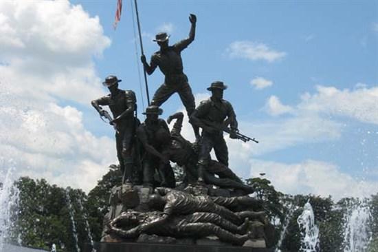 英雄紀念碑