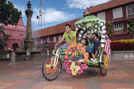自費乘坐馬六甲花車