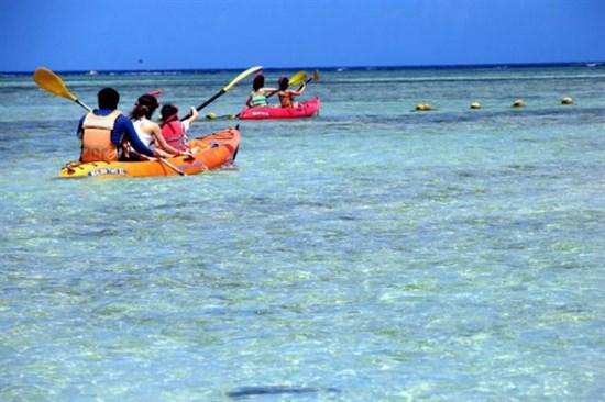 ABC沙灘俱樂部獨木舟