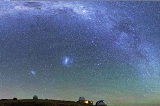 約翰山天文台上的銀河弧