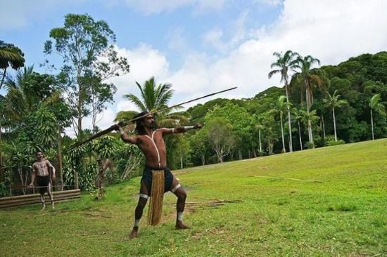 熱帶雨林區-飛矛表演