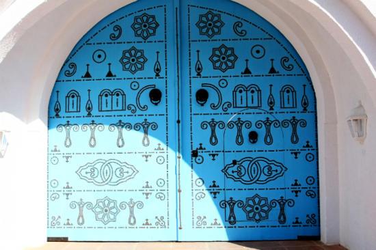 西迪布賽伊德白牆藍窗