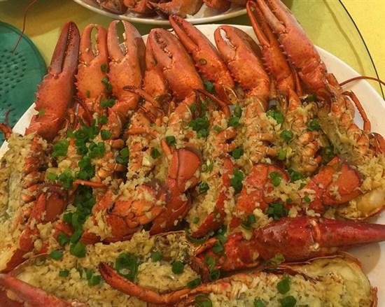 蒜蓉蒸龍蝦盛宴
