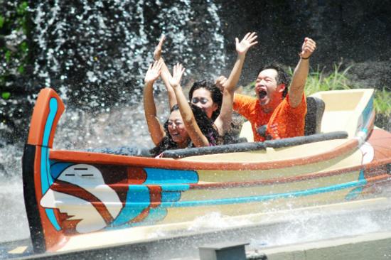 六福村主題遊樂園火山歷險