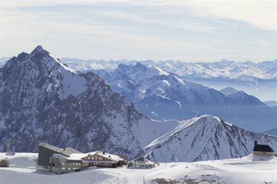 楚格峰大雪山