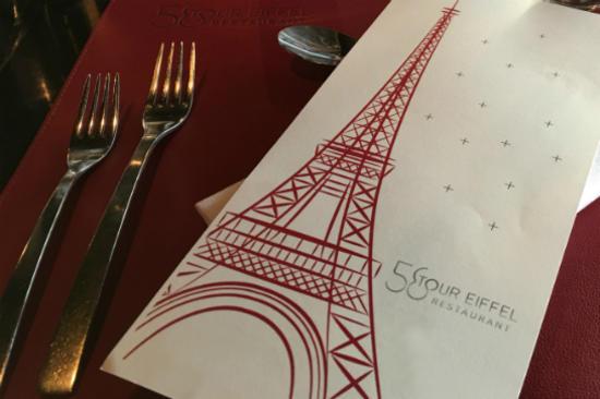 艾菲爾鐵塔內享用午餐