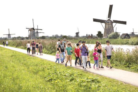 小孩堤防風車群