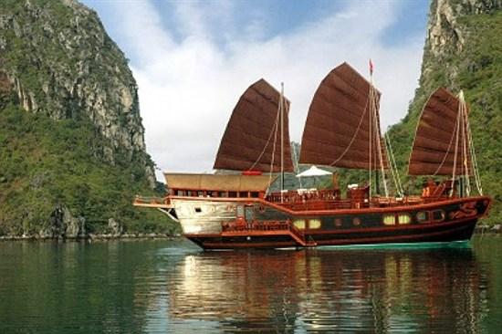下龍灣紅木游船