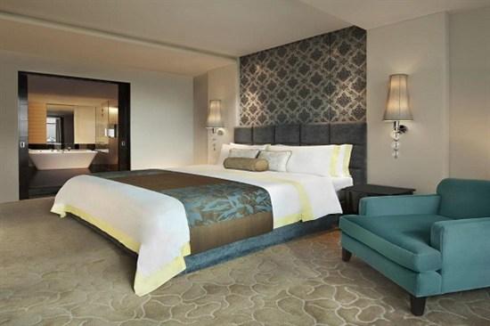 St. Regis Bangkok Hotel (bed room)