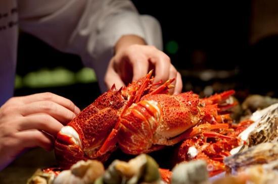 酒店豐富海鮮自助餐