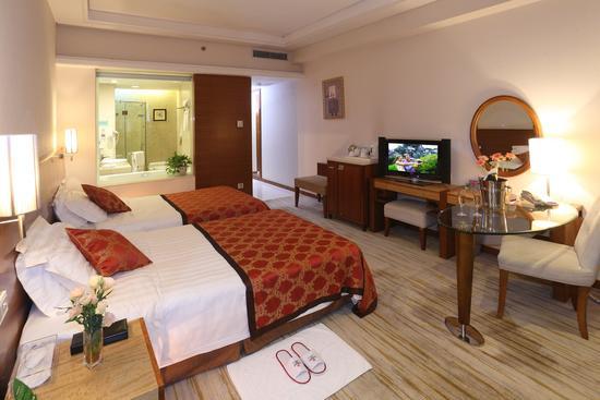 廣州嘉鴻華美達酒店