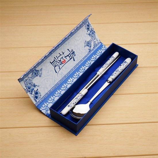 青花瓷餐具