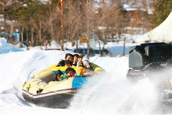 Snow rafting