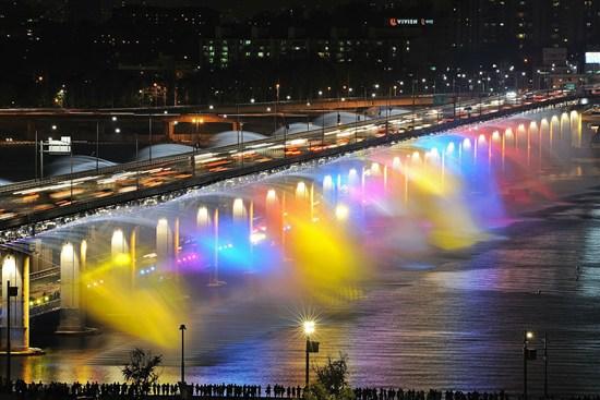 盤浦大橋月光彩虹噴泉