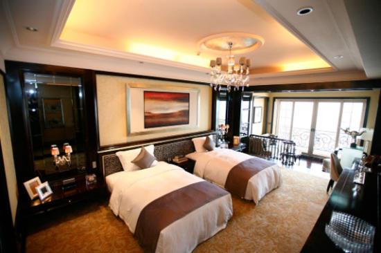 雅居樂豪生大酒店(每房均設獨立露台及小客廳)
