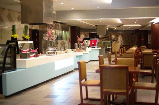 酒店豐富自助晚餐