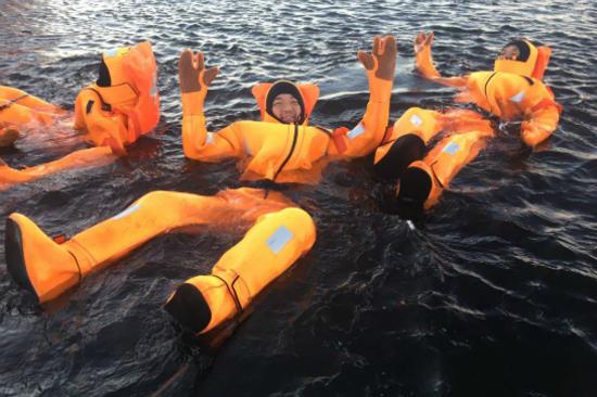 Polar_Explorer 冰海浮泳